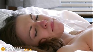 ORGASMS These young lesbians couldnt wait