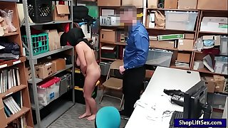 Arab shoplifter takes off clothes and smashed by LP officer